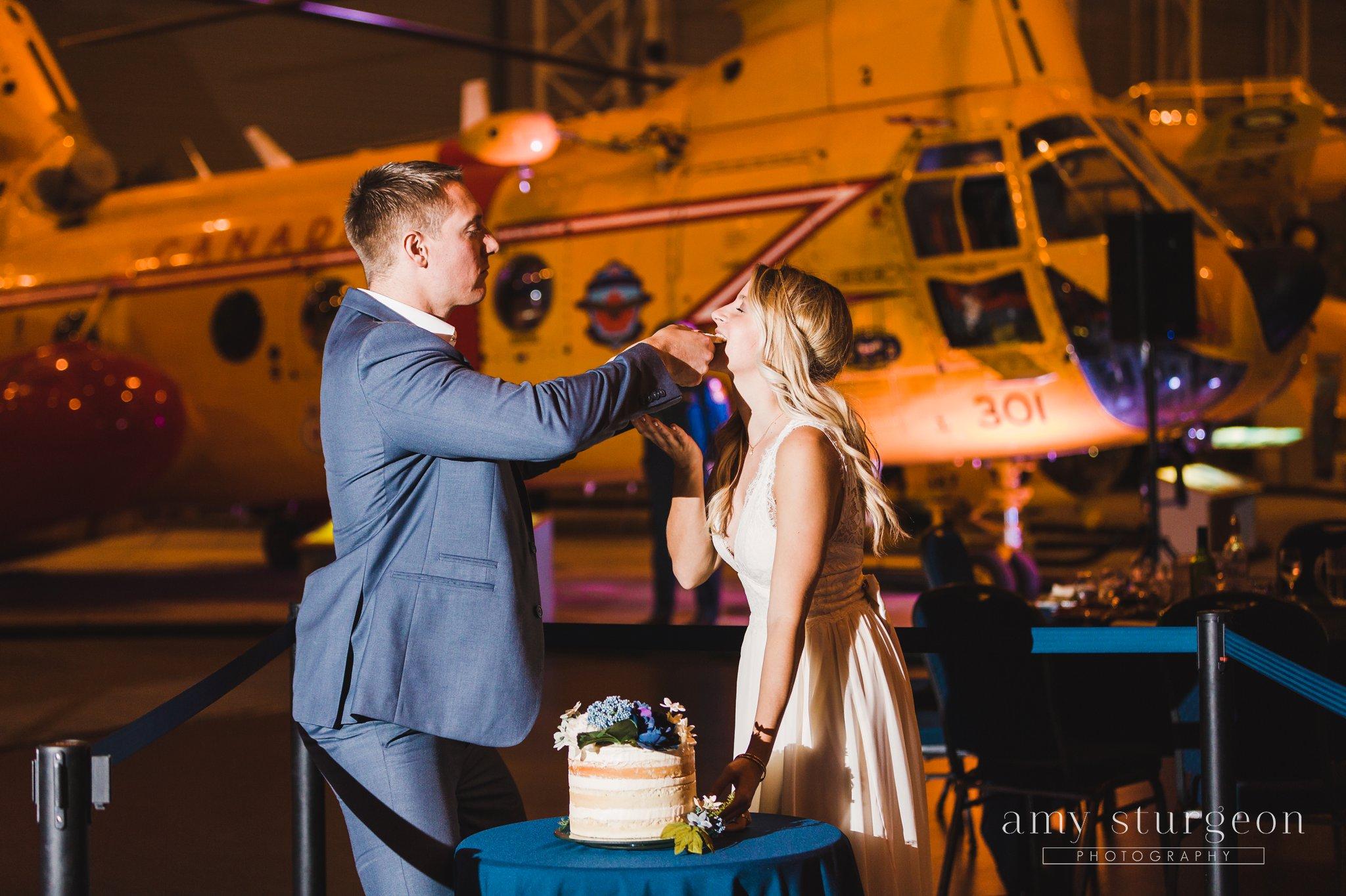 amy-sturgeon-photography_canadian-aviation-museum-wedding_0105