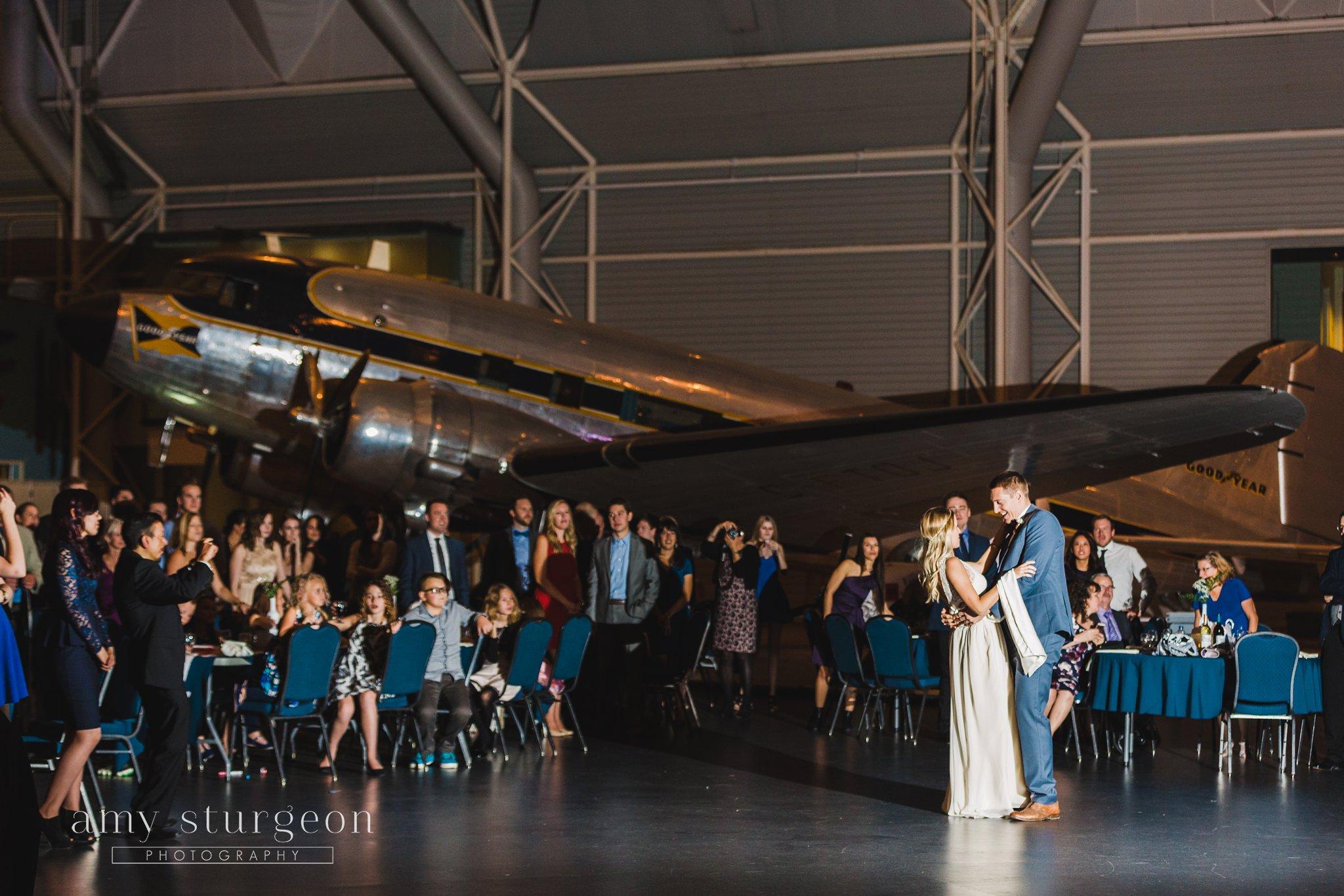 amy-sturgeon-photography_canadian-aviation-museum-wedding_0109