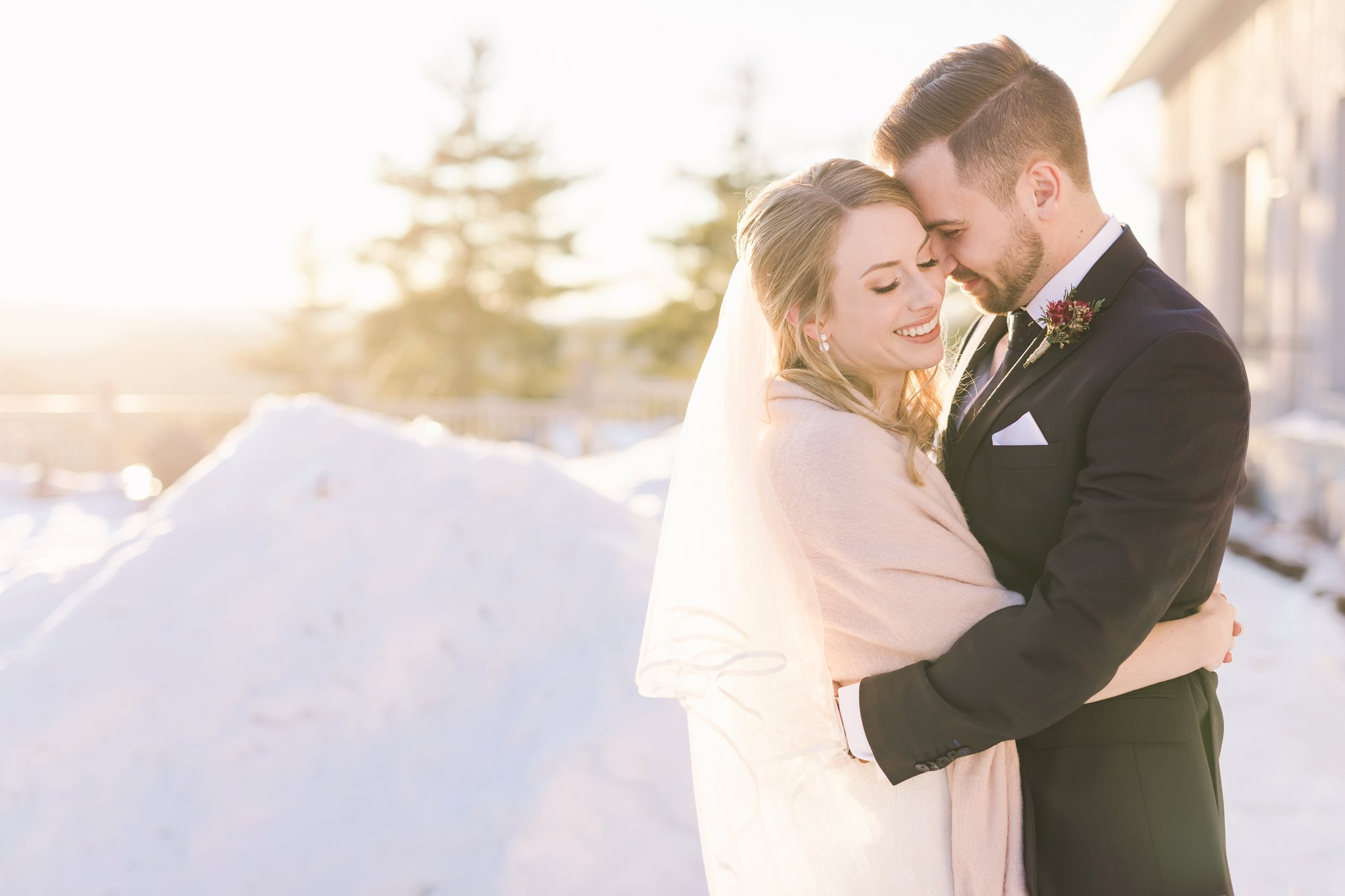 golden hour light at the Winter wedding at Le Belvedere