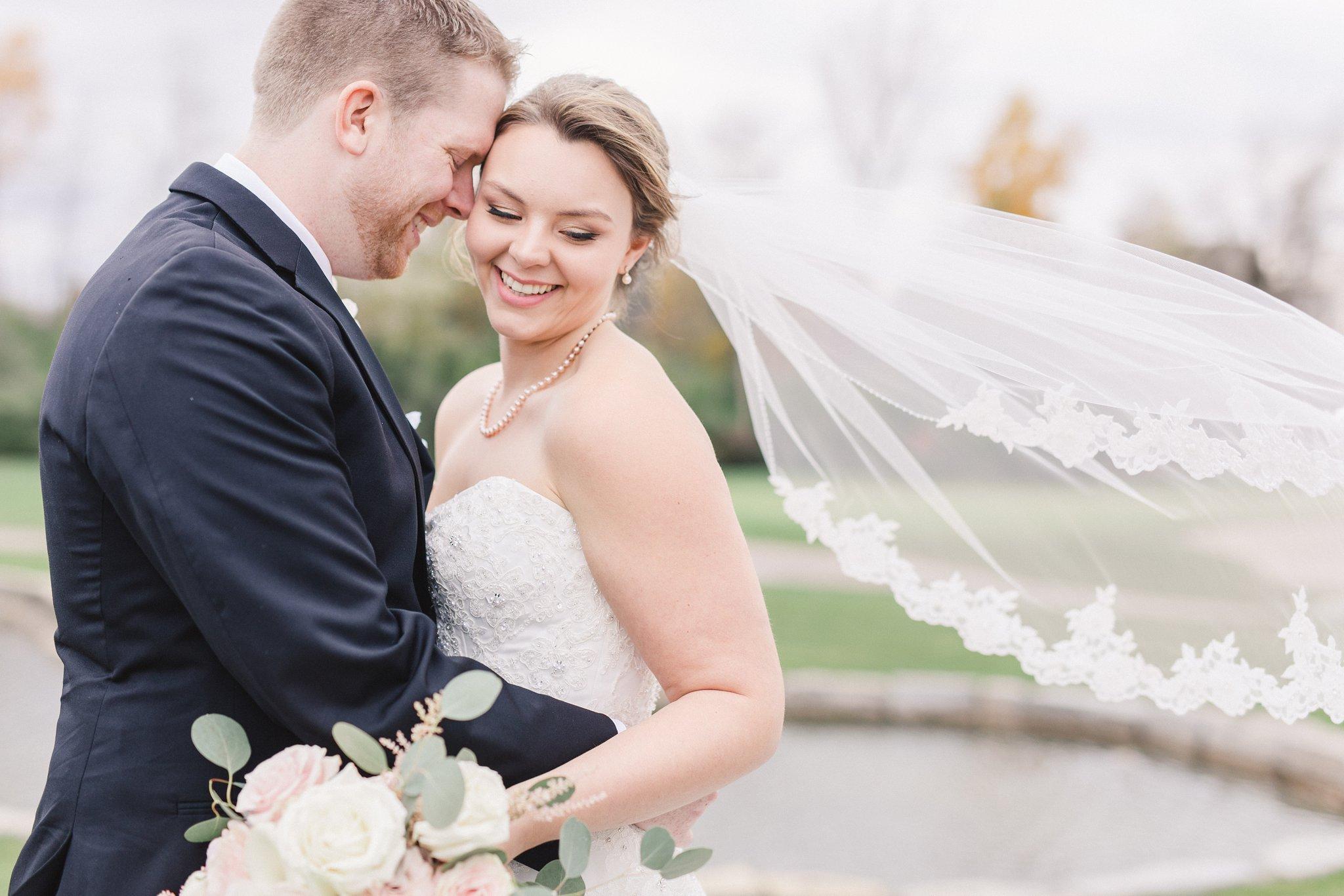 Club de Golf Gatineau Golf Country club wedding, veil blowing in wind, happy bride