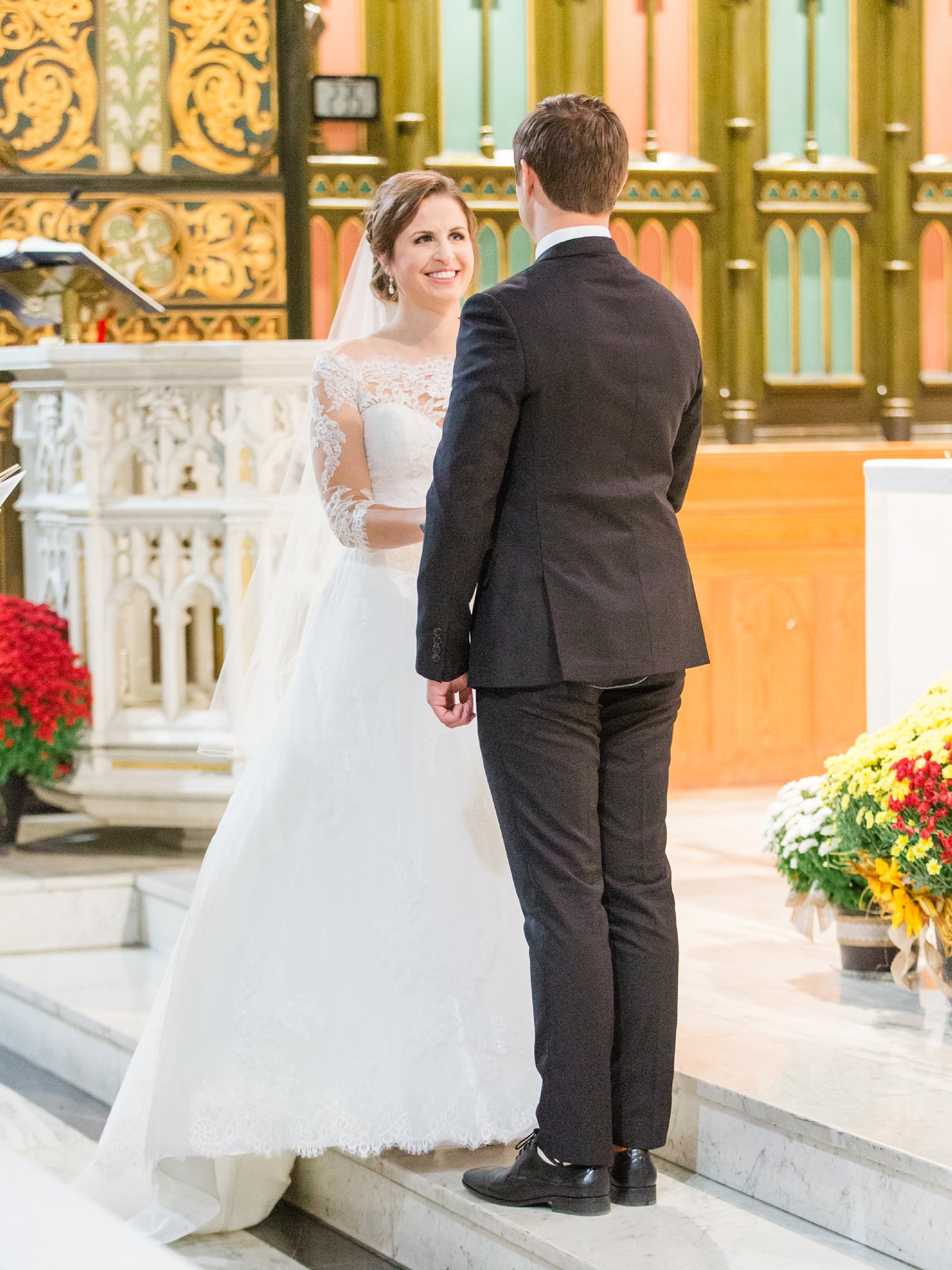 Exchanging vows A Festive Fall Wedding at the Canadian Museum of Nature